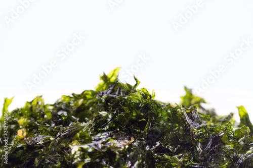 Aperitivo de algas marinas secas con semillas