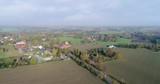 Dorf mit Landstraße aus der Luft - 243032703