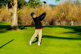 kid swining golf club