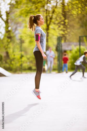 Leinwanddruck Bild Young woman having exercise in the park