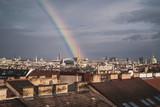 Fototapeta Tęcza - Regenbogen über Wien endet bei Stephansdom © Markus