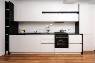 Modern classic black and white kitchen © starush