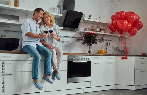 Leinwandbild Motiv Romantic senior couple
