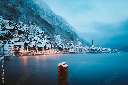Leinwanddruck Bild Twilight view of Hallstatt in winter, Salzkammergut, Austria