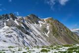 Schneebedeckte Gebirge in den Alpen