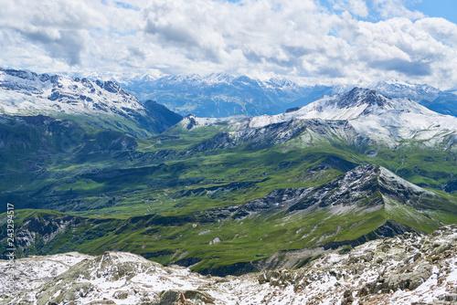Alpen Landschaft mit Gebirge und Schnee