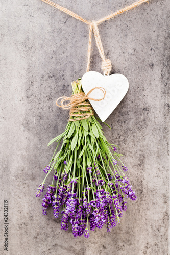 Leinwanddruck Bild Lavender flowers, bouquet on rustic background, overhead.