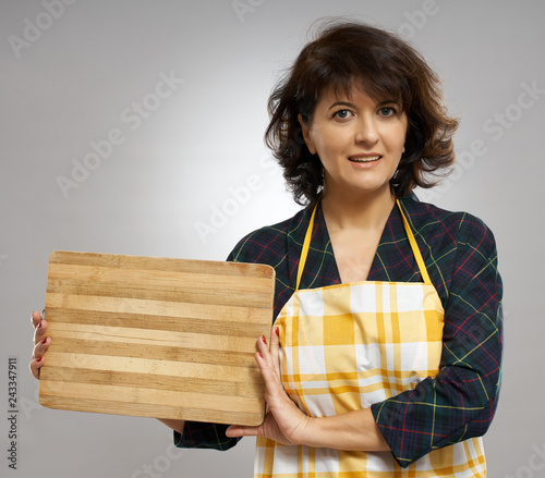 Poster Woman holding a wooden board