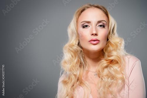 Leinwanddruck Bild attractive blond woman