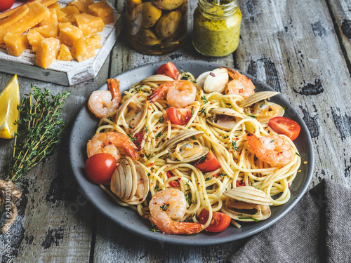 Poster Cooked pasta with clams, shrimps tomato on a plate , spaghetti