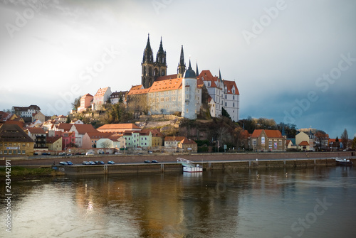 mata magnetyczna Meissen City in Saxony. City on the river. Elba. reflection in water. Cathedral