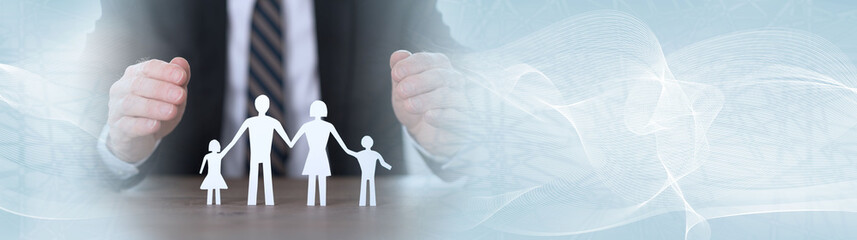 Concept of family insurance. panoramic banner © thodonal