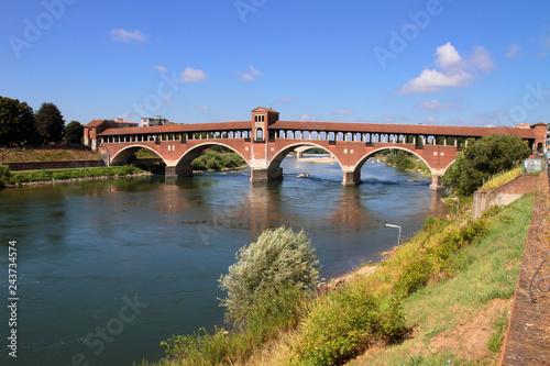 vecchio ponte a pavia in italia