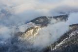 domek w górach w chmurach, Polska