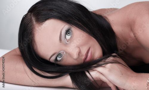 Leinwanddruck Bild closeup portrait of a brunette woman looking at the camera