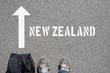 Quadro Ein Mann mit einer Reisetasche unterwegs in Richtung Neuseeland