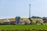 Bauernhof mit Silo und Windkraftanlage - 243862576