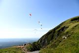 Fototapeta Fototapety na sufit - Vols de parapentes à la montagne © AUFORT Jérome