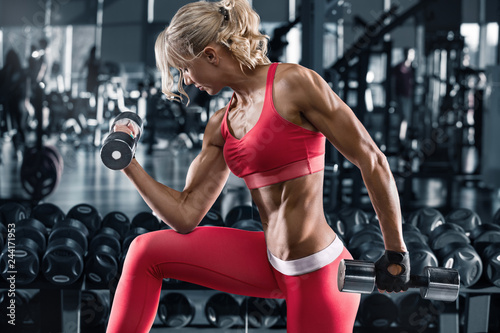 Poster Fitness woman working out in gym, doing exercise for biceps. Muscular athletic girl
