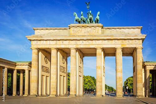 Leinwanddruck Bild The Brandenburg Gate in Berlin at amazing sunrise, Germany