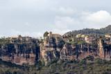 Fototapeta Miasto - Vista panorámica de la ciudad medieval de Ciurana o Siurana sobre el riscal de la Sierra de la Gritella © Trepalio