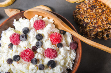 cottage cheese with frozen berries