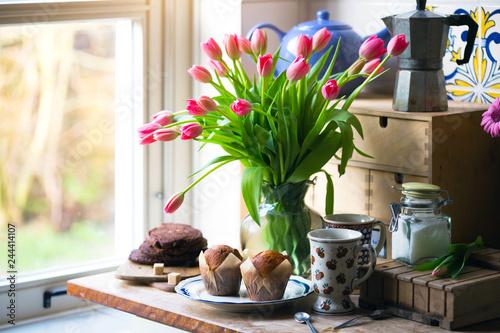 Leinwandbild Motiv pink tulips in a vase