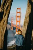 Fototapeta Fototapety pomosty - Walking to the Golden Gate framed © Alex