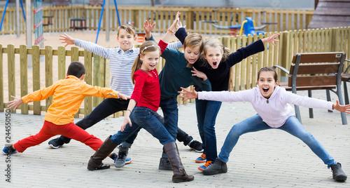 Leinwanddruck Bild Active kids playing outdoors
