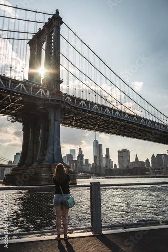 Wall mural Manhattan Bridge NYC with sun flare through the bridge