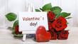 Quadro Valentinstag: Schild mit Strauss roter Rosen und einem roten Herz