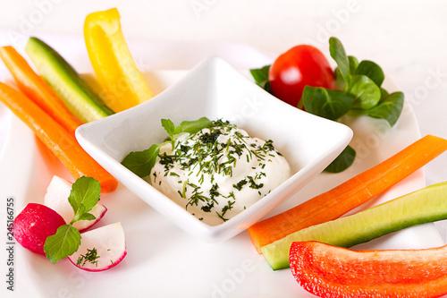 canvas print picture Gesundes Essen Gemüse Sticks mit Jogurt Dip