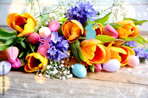 Leinwandbild Motiv Ostern - Blumenstrauß mit Ostereiern bunt