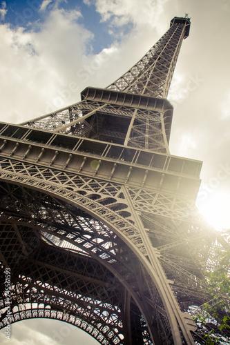 Eiffelturm in Paris, Frankreich - 245561593