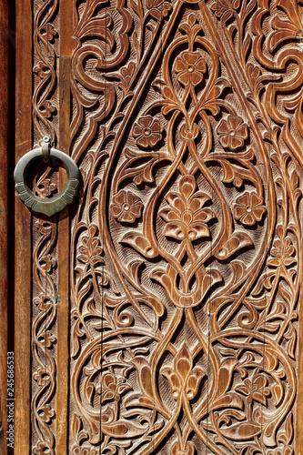 orientalische Ornamente ins Holz geschnitzt © EdLantis