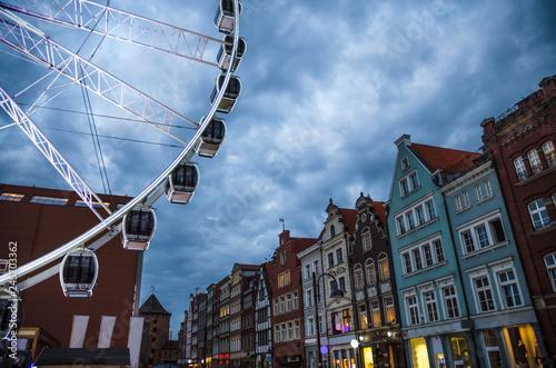 obraz lub plakat Big ferris wheel, buildings and tower Brama Stagiewna, Gdansk, Poland