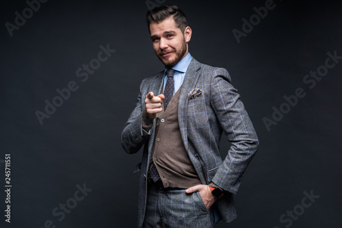 Leinwanddruck Bild Portrait of young man pointing with his finger