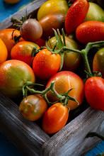 "Постер, картина, фотообои ""Fresh tomatoes set in box"""