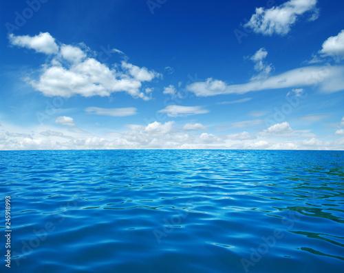Blue sea water © Alekss