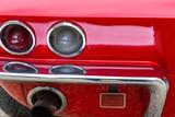 Rückansicht eines amerikanischen Sportwagens der sechziger Jahre