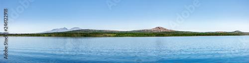 spiegelnder Bergsee