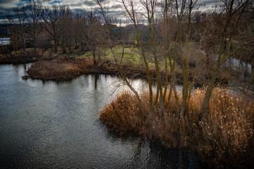 Vista de la rivera sobre el río Duero - Zamora la ciudad, España.