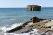 canvas print picture - Ruine eines Bunkers liegt im Meer