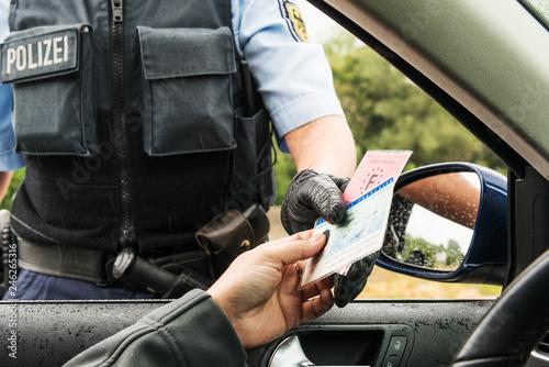 Polizei - Ausweiskontrolle