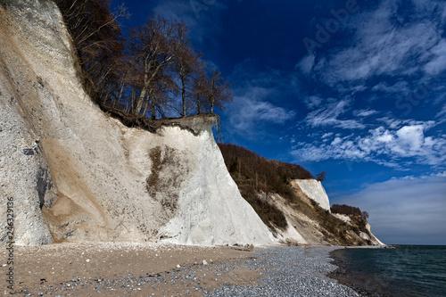 Leinwanddruck Bild RUEGEN, Nationalspark Jasmund, Erosion, Kreidekueste im Fruehjahr, 08.04.2015, Deutschland, Mecklenburg-Vorpommern, Sassnitz