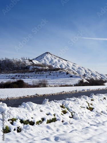 fototapeta na ścianę Terril sous la neige à Lens