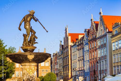 Zdjęcia na płótnie, fototapety na wymiar, obrazy na ścianę : Poland, Gdansk, Famous Neptune fountain at sunset . Famous travel destination in Europe