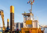 Instandhaltungsarbeiten an einer Spundwand im Kieler Hafen - 246781717