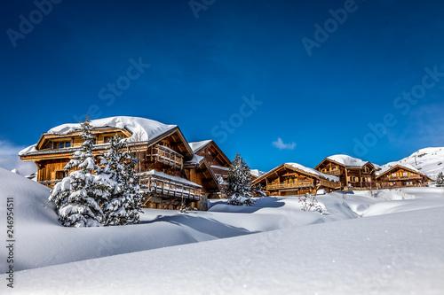 Chalets de montagne - 246954511