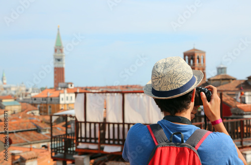 fototapeta na ścianę boy photographs the bell tower of San Marco in Venice